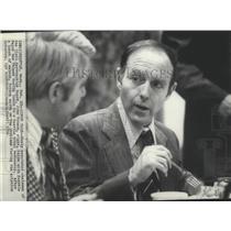 1976 Press Photo Chairman of Civil Aeronautics Board, John Robson, with Mayor