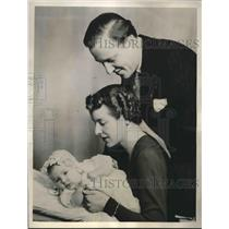 1939 Press Photo Prince Carl Jr of Sweden and Princess Elsa Bernadotte and child