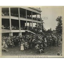 1905 Press Photo Racegoers at Belmont Park Racetrack Clubhouse in New York