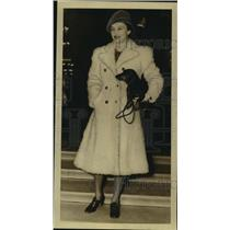 1940 Press Photo Katharine Cornell,Stage Actress, with Dog, in New Orleans