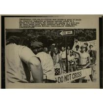 1976 Press Photo Yippies Face Police - RRW91185
