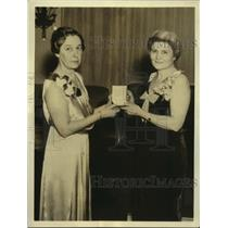 1935 Press Photo Josephine Roche receives gold medal from the Chi Omega