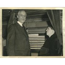 1936 Press Photo Norman Thomas Socialist Candidate & Wife Cast Their Votes