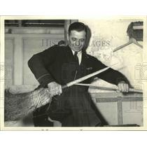 1937 Press Photo Janitor John Kraus is only a step away from $150000 - sba20107