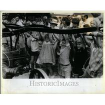 1984 Press Photo Joe Naper Fire Pump children Illinois - RRU97259