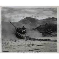 1950 Press Photo American Tanks use guns to support infantry in Masan Area