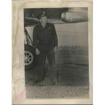 1947 Press Photo Lt.Col. Henry Myers Pilot of President Truman Personal Plane