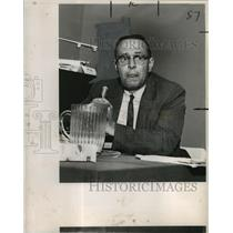 1964 Press Photo Wilfred A. Bryde, an aerospace engineer, witness for FAA