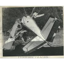 1967 Press Photo Crash Scene in Birmingham, Alabama, Shows Plane Broken in Half