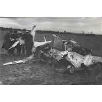 1968 Press Photo Authorities Examine Papers Found in Plane Crash in Alabama