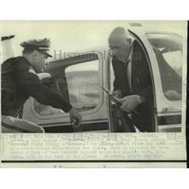 1968 Press Photo D. Cecil Dick at Brown County Austin Straubel Field Wisconsin