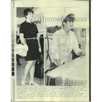 1969 Press Photo Pat Donahoue, stewardess and gas station attendant for her dad