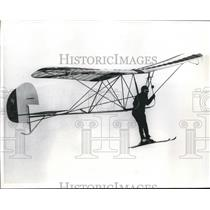 1971 Press Photo Art Furrier Soars on Slope Glider Designed by Hans Spengler