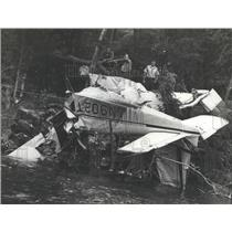1972 Press Photo Wreckage of Plane Crash on Bank of Coosa River, Alabama