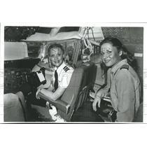 1980 Press Photo Pilots Claudia Jones & daughter, Cathy, Los Angeles, California