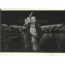 1984 Press Photo Jack Johnson posed at Mitchell Field with his Sky Brite plane