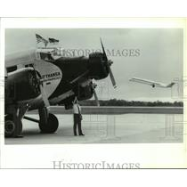 1990 Press Photo Captain Gerd Shanski Checks Over Historic JU-52 Lufthansa Plane
