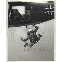 1966 Press Photo Parachutist Helmut Witthoeft leaps from plane. - mjb70001