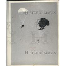 1966 Press Photo Parachutists Lothar Ruetzal, Helmut Witthoeft jump in Germany