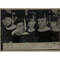 1974 Press Photo John A Logan College Comencement - RRW64073