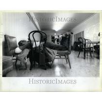 1985 Press Photo homeles Evanston women Lutheran Church - RRU95071