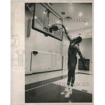 1973 Press Photo Hawthorne Wingo of the New York Knicks as he works out