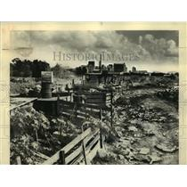 1945 Press Photo New Orleans Skyline Behind Silver City Dump - noo11792