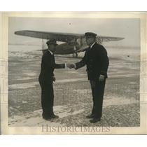 1930 Press Photo William Bliss congratulates America's first air steward