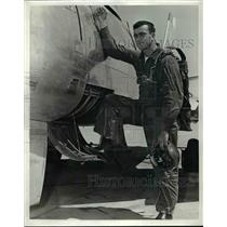 1953 Press Photo Capt James Carson, One of 10 Flyers Taking Part in Bendix Event