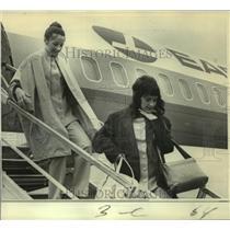 1972 Press Photo Christine Haranczak & Julianne Saxon in Miami after hijack.