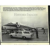 1970 Press Photo Security Car and Airplane at Dulles International Airport