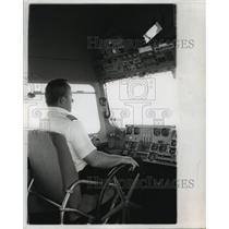 1972 Press Photo Captain Lee Cermak, Chief Pilot of Blimp America, at Controls
