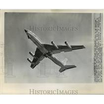 1961 Press Photo American Airlines 707 giant jet transport plane flying in Air