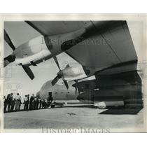 1973 Press Photo Spectators Board Air Carnival Craft, New Orleans - not01378