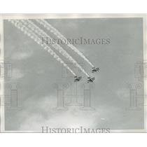 1973 Press Photo Three Planes Fly in Close Formation at Air Carnival - not01391