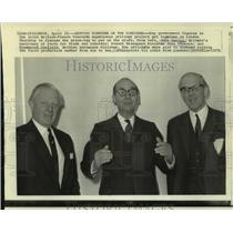1971 Press Photo John Davies & others in London discuss price of Concorde.