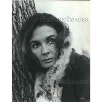 "Press Photo Jean Simmons stars in ""The Happy Ending"" - mjx44652"