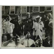 1933 Press Photo Members of Penn American Legion Pass Between Miles of Citizens