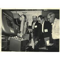 1986 Press Photo Peerless Saw one of exhibitors at Tool Show show in Chicago