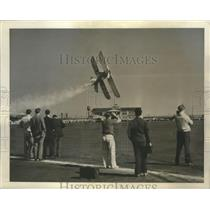 1941 Press Photo Jess Bristow flies a special place at Newark Air Show
