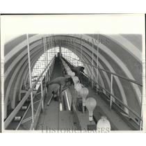 1961 Press Photo Ralph Cox & Raymond Sylvia change bulbs at New Orleans Airport