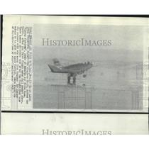 1968 Press Photo The wingless HL-10 lands at Edwards Air Force Base. - nob01992