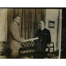 1923 Press Photo Capt William E Reynolds gets commission as a Rear Admiral