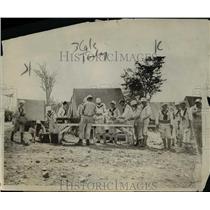 1917 Press Photo American sailors enjoy dinner hour at Guantanamo Camp