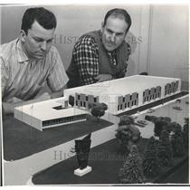 1963 Press Photo Leo Kohn and Paul Poperezny study model of air museum