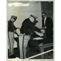 1973 Press Photo Airport officers searching passenger's luggage, Hunstville