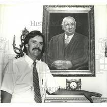 1980 Press Photo Museum Director Terry Murray, portrait of donor, Doctor Burritt