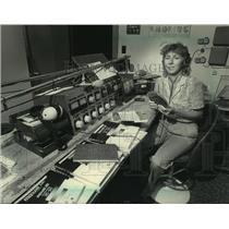 1983 Press Photo Peg Flahive works radio broadcast for Saint Francis Seminary