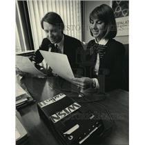 1983 Press Photo Stephen Drayna and Cheryl Gehl for WISN Milwaukee Stocks News