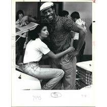 1983 Press Photo San Antonio Spur Gene Banks with Belle Banks - sas02887